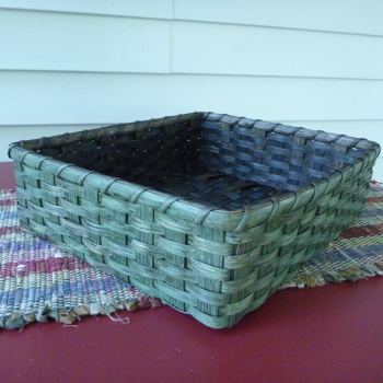 Countertop Mail Basket
